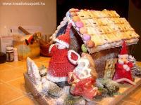 Karácsonyi pályázat - Mézeskalács ház mikulással